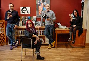 Conchita Piña, de la editorial Antígona, junto a tres de sus autores: Fernando J. López (izda.), Miguel del Arco y Denise Despeyroux.