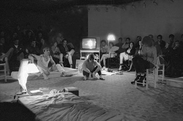 Caballito del diablo, de Fermín Cabal (Teatros del Círculo, Sala ??? 1985). Foto: Fernando Suárez).