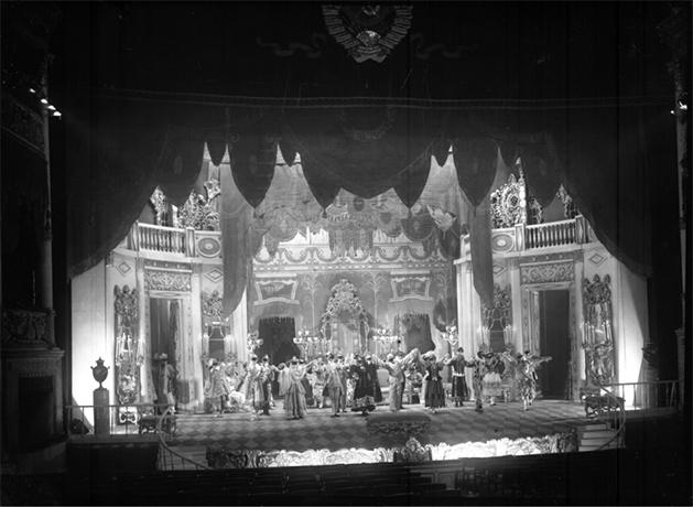 Masquerade, obra teatral de M. Lermontov con dirección de V. Meyerhold.