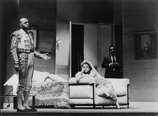 Representación de Un marido de ida y vuelta, de Enrique Jardiel Poncela. Teatro Maravillas de Madrid, Dirección de Mara Recatero, 1985.