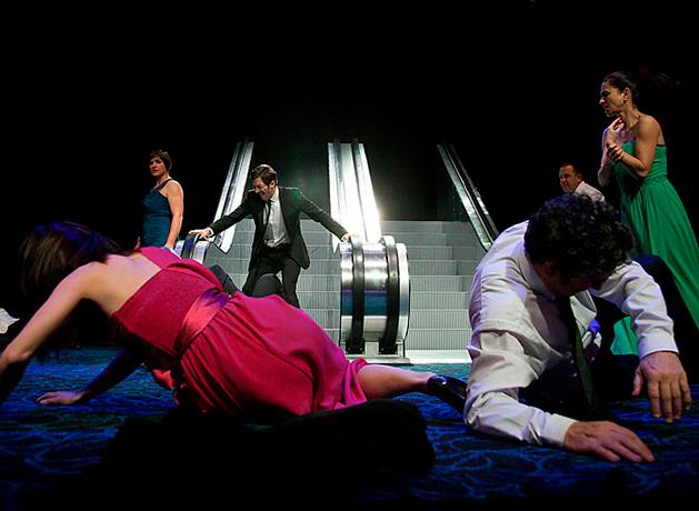 Eurozone, de la compañía Chévere, en el Teatro Valle-Inclán (2013). Autor y Director: Xron.