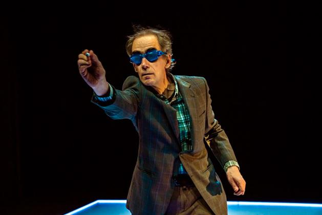 Intensamente azules, de Juan Mayorga. Intérprete: César Saratxu. Foto: Sergio Parra.