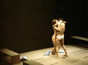Maria José Goyanes y Juan Ribó en la versión española de Equus (de Peter Shafter). Teatro de la Comedia de Madrid, 1975.