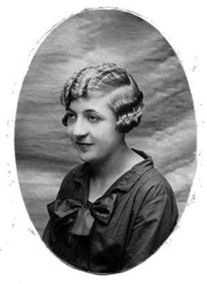 """Joana Raspall Juanola a la edad de 14 años, poco antes de empezar a escribir en """"El Eco del Llobregat"""". Iba vestida de luto por la muerte de su padre. Años 1927 - 1928."""