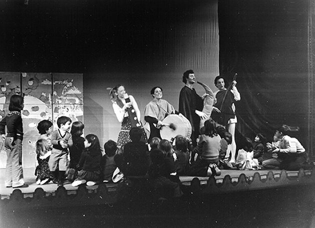 Juguemos a las verdades, de Luis Matilla. Teatro María Guerrero, Madrid, 1976.