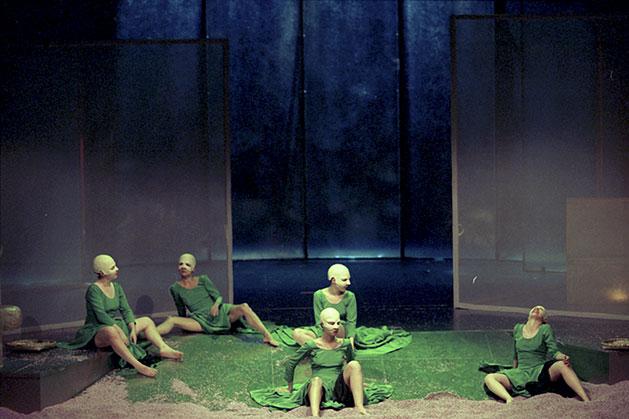 Alfonso R. Castelao: Los viejos no deben enamorarse. Centro Dramático Nacional, 2002.