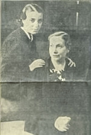 Margarita Xirgu y Amelia de la Torre en 1937 en Chile.
