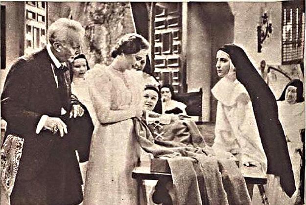 Dorothea Wieck en una escena de Canción de cuna, versión cinematográfica de la obra de Martínez Sierra, estrenada con éxito en el Palacio de la Música.