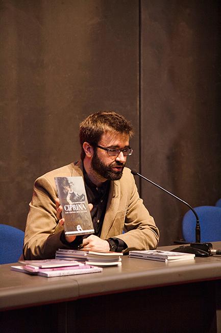 Ignacio Pajón en la presentación las novedades editoriales de Antígona en el XIV Salón Internacional del Libro Teatral. (19-X-2013).