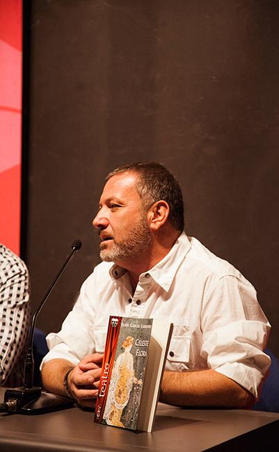Juan García Larrondo en la presentación de novedades de Ediciones Irreverentes (XIV Salón Internacional del Libro Teatral, 19-X-2013).
