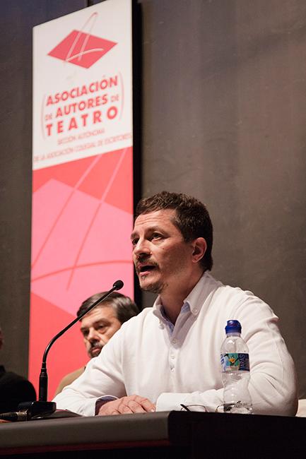 Pedro Víllora en la presentación de novedades de Fundamentos-RESAD (XIV Salón Internacional del Libro Teatral, 18-X-2013).