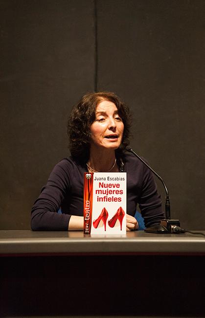 Juana Escabias en la presentación de novedades de Ediciones Irreverentes (XIV Salón Internacional del Libro Teatral, 19-X-2013).